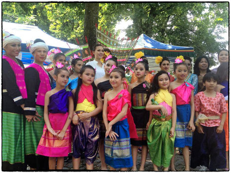 Thai Kulturgruppe with Miss Thailand World 2013
