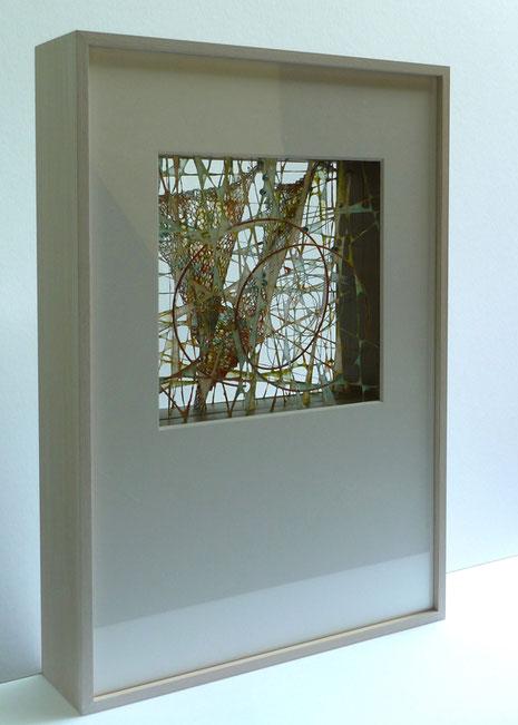 'Gespinst II, 6', Abaka- und Flachsfasern über gespannte Drähte und Metallgewirke geschöpft – 4 Schichten, Rahmen 55 x 38 x 10 cm