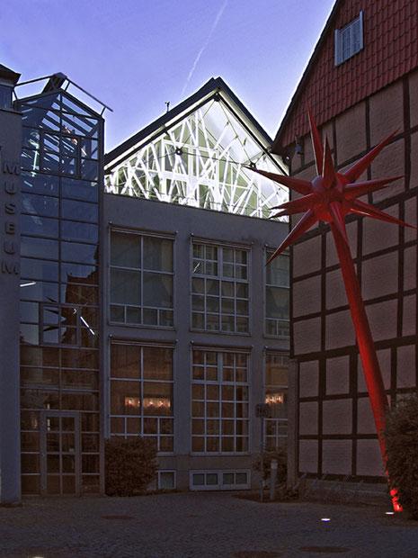 Lichtkunstmuseum Celle 2010, Leuchtstoffröhren, Metallkonstruktion