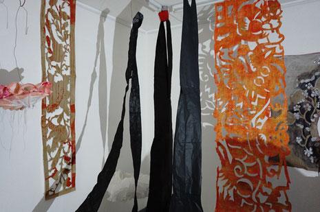 """""""Pitsiliina"""", Installation mit Papierobjekten und Scherenschnitten, Künstlerforum Remagen 2019"""