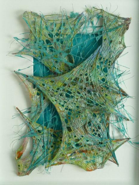 'turquioise tension I' , pigmentierte Abakafasern über gespannte Gewebe und Fäden geschöpft, mit Rahmen 50 x 40 cm