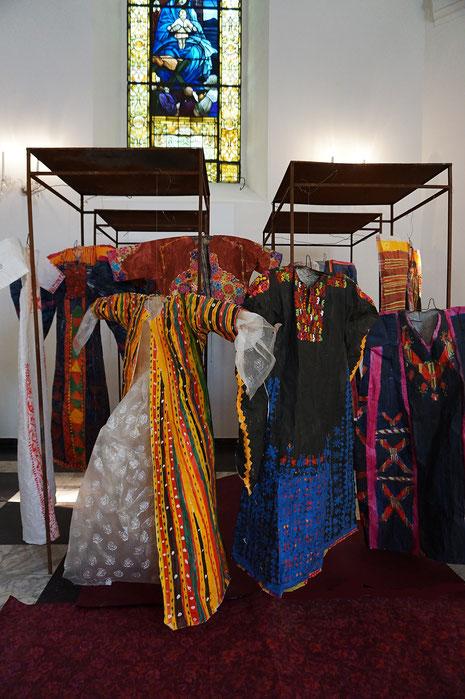 """""""Aus Wimpern ein Tuch"""", Annäherung an das kulturelle Gedächtnis Palästinas 2018-19,                    Installation und Katalog, Gnadenkirche Bergisch Gladbach"""