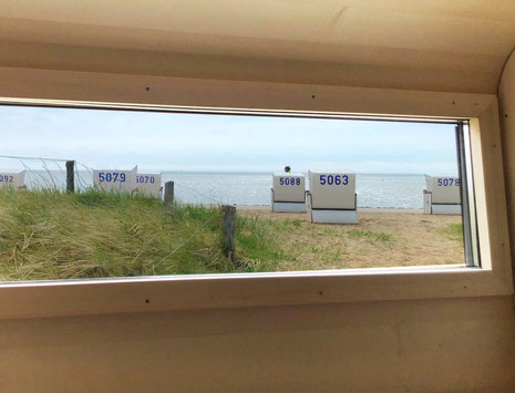 Einen Nordsee-Panoramablick von der Korbsauna aus genießen.