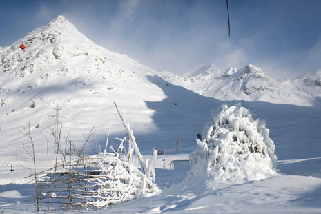 Ice-Stupas an der Talstation Diavolezza - © Foto: Mayk Wendt