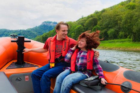 Mit dem Powerboot über die Elbe - © TV Sächsische Schweiz/S. Dittrich