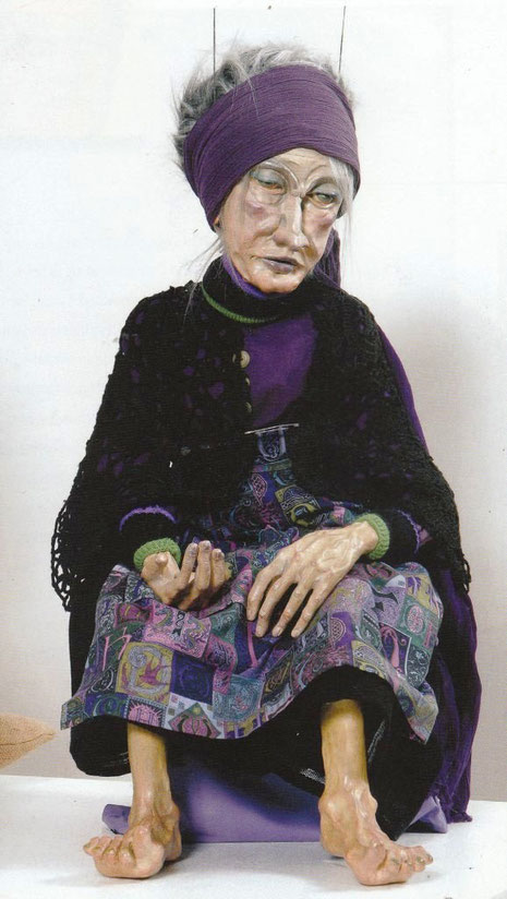 Ausdrucksstark, die alte Dame. ein markantes Beispiel für Thea Erdmanns Marionetten.