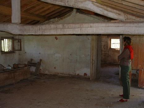 La grande salle du poulailler après le passage du temps...