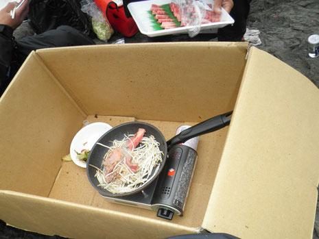 仲野さんが早速、焼肉を作ってくれます^^