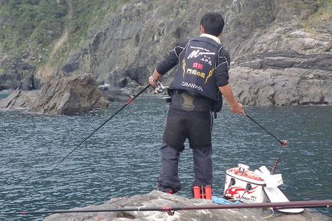 濁ってるし、魚が居なくて厳しい海です。