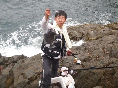 やっとこさコツを掴んだようで、この後バタバタと釣ります。