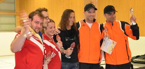 Turniersieger NWS-Open 2012 (Herren: 1. M. Schenker, 2. S. Gojkovic / Damen: 1. R. Stroebel, 2. R. Lienhard / Senioren 40+ 1. Ch. Vogel, 2. A. Woelner-Hanssen)