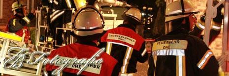 06.08.2012 - SH/Neuschönningstedt (Kreis Stormarn): Gartenhausbrand greift auf Einfamilienhaus über