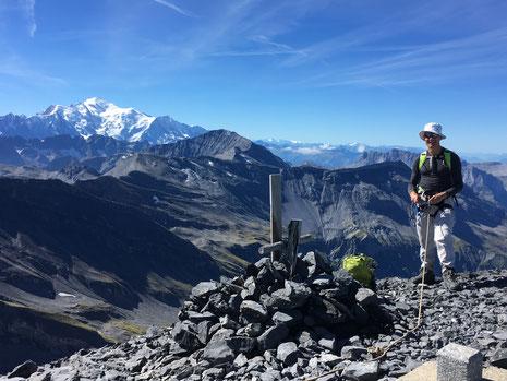 Adrian au sommet du Tenneverge, après une superbe traversée des Glaciers du Ruan et de Prazon depuis le Refuge de La Vogealle. Une journée vraiment magique en montagne !