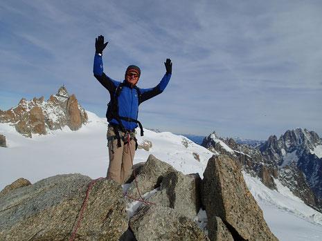 Après les passages de la face nord, Christophe rejoint le sommet de la Pte Lachenal. Bravo !