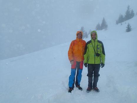 Malgré le mauvais temps, Dominique et moi-même avec le sourire à l'arrivée au Ref de Bostan