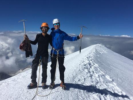 Umar et Shane au sommet du Mont-Blanc. Top ! Et félicitations !