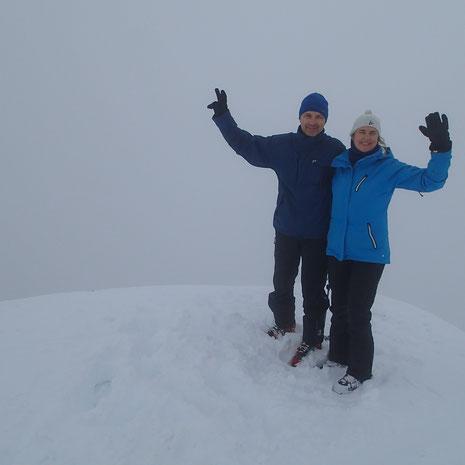 Valérie et Bernard au sommet de Chavasse, à ce moment-là pris dans les brumes. Bravo!