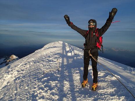 Gérard au sommet du Mont-Blanc. Yes!