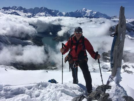 Graham au sommet du Grand Ruan, une des montagnes sauvages du Haut-Giffre