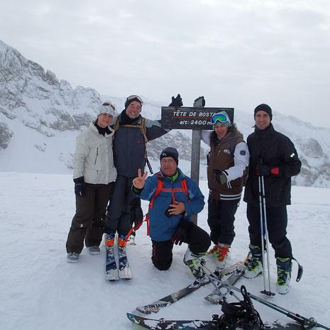 La famille réunie au sommet. Super! Claire, Patrick, Michel, Quentin et Marc savourent...