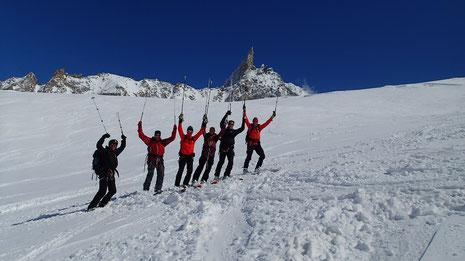 La belle équipe : Bjorn, Ulrik, Bjorn, Martin, Lasse et Morten dans la Combe de La Vierge, sous La Dent du Géant. Un résumé de ces magnifiques 5 journées de ski ! Top !