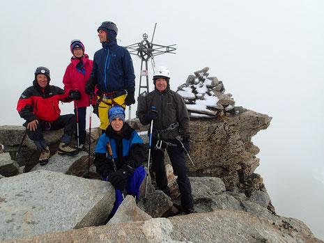 Tous au sommet ! Michel, Sylvie, Serge, Sébastien et Stéphane au top, même dans le nuage !