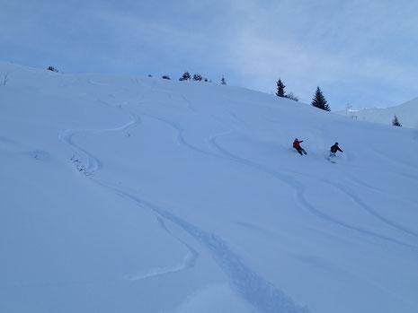 Fred et Matthieu se régalent dans la Combe de Gers. Du super ski!