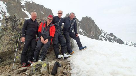Au sommet du Charmoz, avant la descente et soirée au Refuge de Loriaz