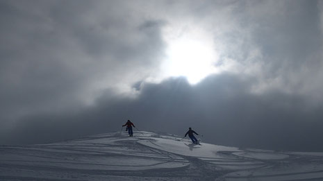Quelle ambiance ! A la descente de Chalune, une neige de rêve dans une lumière féérique !
