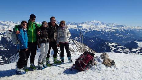Mathilde, Robin, Florence, Pierre et Isabelle au sommet de La Pointe de Chalune. Magnifique !