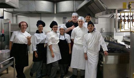 Das spanische Küchenteam mit Philipp Beiersdorf und Pascal Hehmann