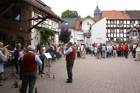 Unterhaltung  der Gäste durch den Musikverein Dorla e. V. auf dem Landhof Heyner