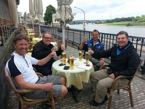 Prost, die Fahrräder haben wir in der Elbe versenkt!