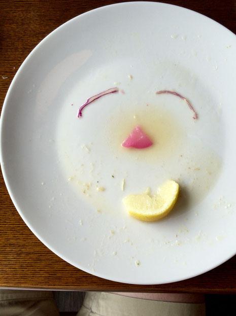 、、、、また行ってしまった、。 中毒でしょうか? *昨日は宮崎風チキン南蛮を食べたんですけど、ドレッシングが胡麻ドレになってたり、レモンが付いたりと軽くアップデートされていた、。 ごちそうさまでした♪
