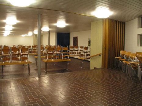 Fotos von links nach rechts vom Foyer richtung Bühne
