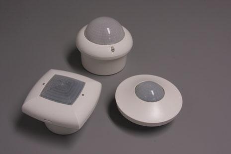 PIR-detectoren worden gekenmerkt door de karakteristieke Fresnel-lens, waarvan het patroon doet denken aan het patroon van een honingraat
