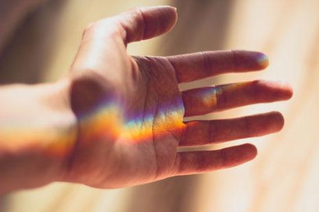 Regenbogen, Hand