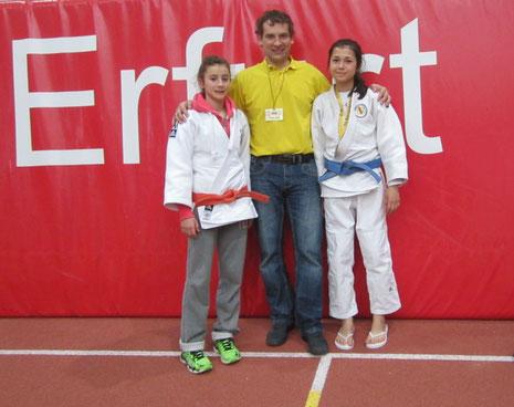 Helen und Dewi mit dem Trainer Rok Kosir