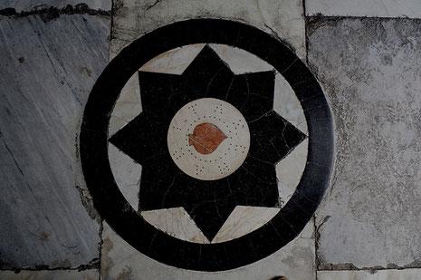 Photographie, Espagne, Andalousie, Séville, parvis, symbole, marbre, l'hôpital de la Charité, art, Mathieu Guillochon.
