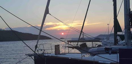 Sonnenuntergang im Hafen von Merichas
