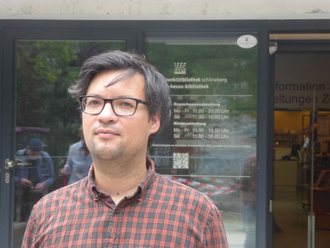 Dr. Boryano Rickum, Leiter der Stadtbibliothek Tempelhof-Schöneberg, Foto Weil