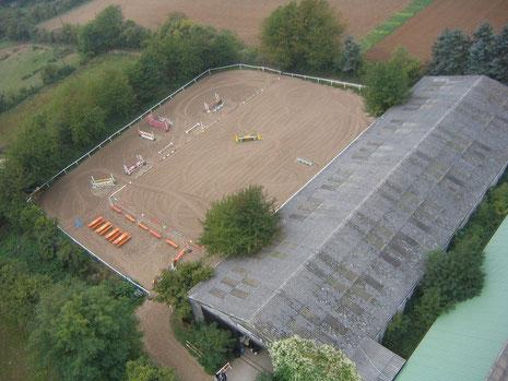 Springplatz (35 x 55 Meter) neben der Reithalle