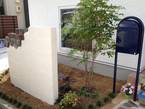 ボビ ポスト かわいい外構 広島外構 外構広島 お庭づくり パステル外構 マイホーム 外構 エクステリア 枕木 レンガ