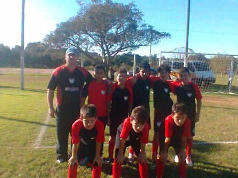 Em pé: Genro-Marlon-Mateus-Samuel-Adryan-Carlos. Agachados: Patrick-Mateus-Pedrinho.