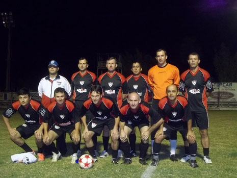 Em pé: Genro-Abrão-Dapieve-Hemann-Faturi-Paulo Roberto. Agachados: Luís-Marcon-Jocemar-José Renato-Edison.