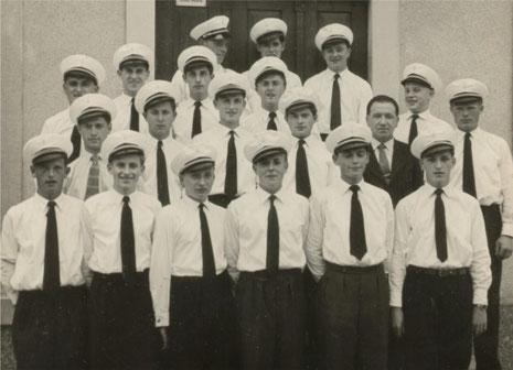 Kappe und Krawatte - das Outfit der 50er Jahre