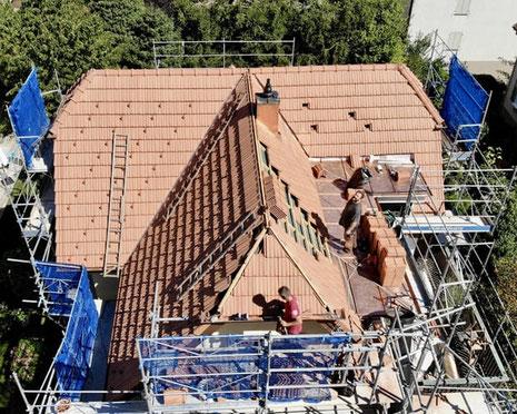 Walmdach, Dachdecker Olten, Dachdecker Trimbach, Ziegel, Schiebeziegel, Kupferdach, Lukarne, Spenglerarbeiten Olten