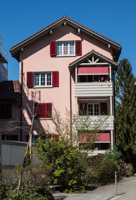 """Das anstelle des """"Giessihauses"""" entstandene  Mehrfamilienhaus. (Foto: Kurt Meyer)  Koordinaten 722883 213635"""