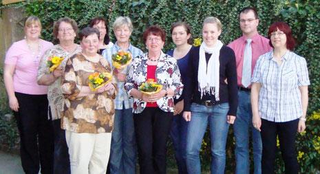 von li. n. re.: Janett Barth, Renate Sattler, Maria Weller, Ingeborg Maier, Gertrud Locher, Irmgart Lubetzke, Franziska Beck, Larissa Zisterer, Kai Gutmann, Aurelia Leibinger