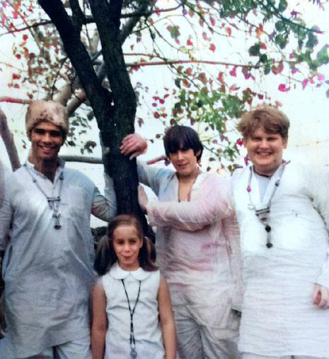 1969 : India ( R - L ) Raphael Rudd, Gregg Rosen, Leslie Rosen & Unknown . Photo courtesy of Gregg Rosen